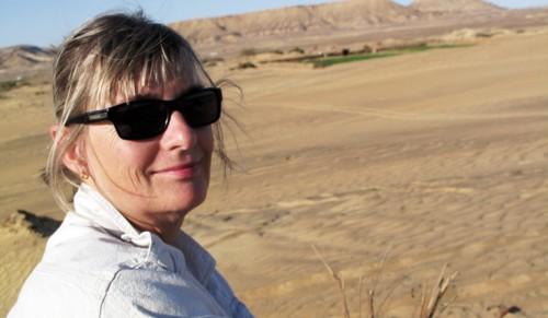 Mia in desert